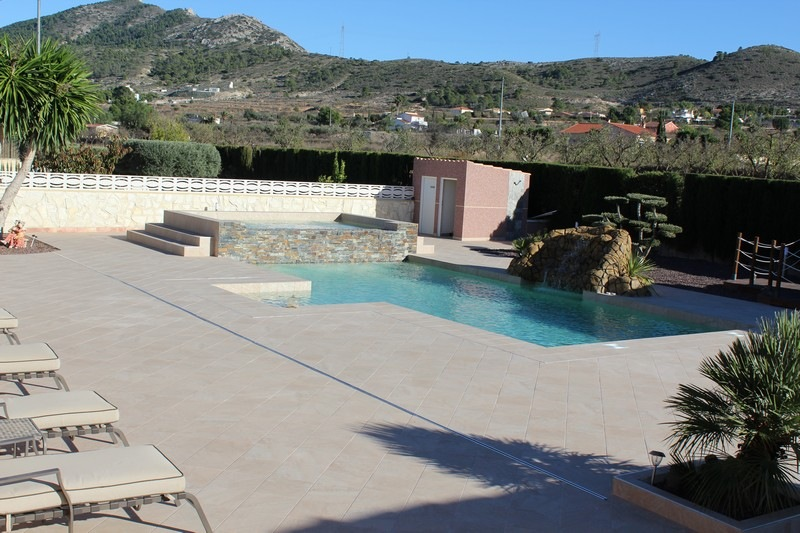 Garden-and-swimming-pool-build-leddy-contractors-22